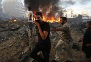 Más de mil 100 víctimas fatales cobra la agresión iniciada el pasado 8 de julio, 30 de ellos este lunes. Foto Reuters.