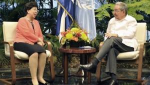 Raúl recibió este lunes a las doctoras Margaret Chan, directora general de la OMS.