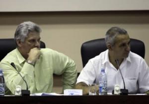 Miguel Díaz-Canel Bermúdez (izquierda) en la Comisión Educación, Cultura, Ciencia y Tecnología.