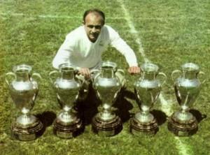 Di Stéfano es considerado uno de los mejores futbolistas de la historia.
