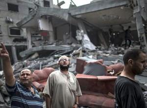 Unos 180.000 habitantes del territorio palestino viven en condiciones muy precarias en 83 escuelas .