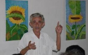 Lamadrid fue instructor de arte, graduado de la primera promoción del país en 1965.