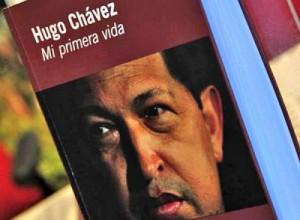 La obra relata pasajes significativos de la trayectoria del líder bolivariano hasta su ascenso como presidente de la República Bolivariana de Venezuela.