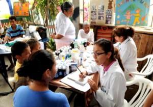 Los galenos cubanos laboran en zonas marginales y alejadas de las ciudades.