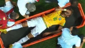 El delantero brasileño Neymar quedó fuera del Mundial de fútbol al fracturarse una vértebra en el partido ante Colombia.