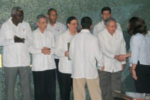 Los nuevos embajadores firmaron y sellaron un juramento de lealtad a la Patria y a su política exterior en el recinto sagrado del Memorial José Martí. FOTO: Roberto Meriño.