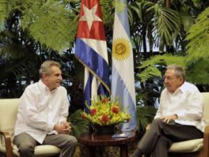Raúl y Rossi intercambiaron acerca de los históricos lazos que unen a ambas naciones.