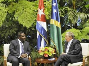 Raúl Castro recibió al Honorable Gordon Darcy Lilo, Primer Ministro de Islas Salomón.