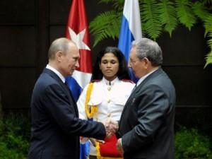 Ambos mandatarios intercambiaron sobre las perspectivas para incrementar las inversiones rusas en Cuba .