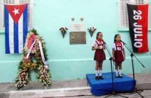 En el Callejón del Muro, donde cayeron abatidos a balazos, el pueblo santiaguero rindió tributo a Frank y Raúl.