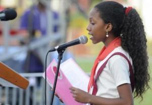 Wendy Ferrer, estudiante de 6to grado de la escuela primaria Carlos Rodríguez, interviene en el Acto Central Nacional por el 26 de Julio en Artemisa.