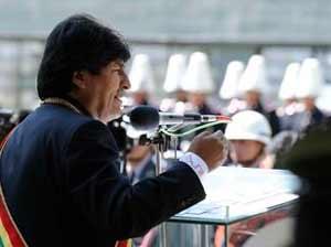 Morales encabezó la parada militar y de organizaciones indígenas efectuada en La Paz.