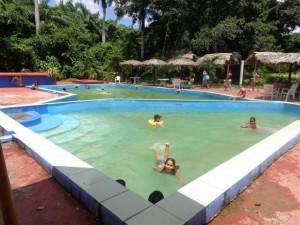 El baño en la piscina constituye el plato fuerte para la comercialización de esta base.