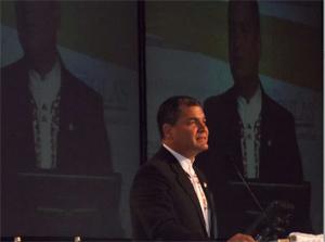 Correa aclaró que solo el crecimiento económico no es suficiente para lograr desarrollo social.