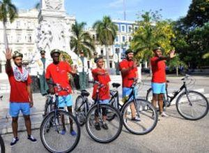 Durante su trayecto, los integrantes del Bicicletazo visitan sitios de interés histórico y educativo.