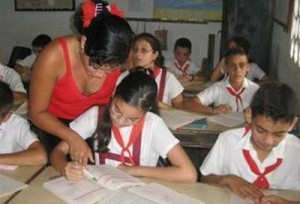 Se concentrará en una sesión las asignaturas y actividades que son impartidas por el maestro frente al aula.