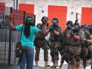 Las tensiones raciales desatadas  el asesinato a tiros de un joven negro por un policía blanco el 9 de agosto.