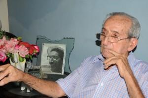 Manolo tiene 94 años de edad.