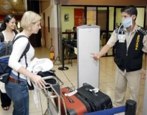 En los aeropuertos internacionales existen departamentos de control sanitario.