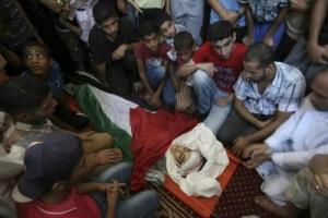 Un total de  447 niños palestinos han perdido la vida por la operación militar israelí .
