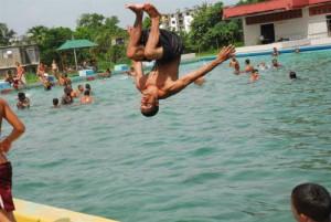 Las piscinas del Inder no cuentan con las cantidades necesarias de cloro para mantener los niveles de pH y otros parámetros que garantizan la calidad del agua.