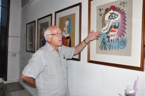 Brownstone asistió a la apertura de la exhibición.