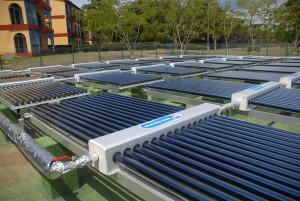 Con estos colectores todas las áreas del inmueble tienen cubierta la demanda de agua caliente. FOTO/Oscar Alfonso.