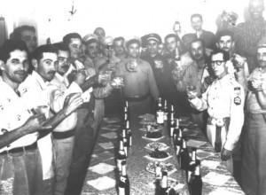 El notorio asesino Ramón Mirabal (al centro), objetivo de la acción comando que culminó en el ataque a la Jefatura de Policía.