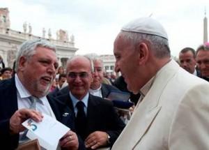 La iniciativa busca la sensibilización del Pontífice y del Vaticano con la historia de estos hombres.