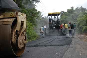 Las fuerzas de la ECOI-30 colocaron más de 13 000 toneladas de asfalto en el tramo reparado.