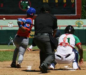 Los Gallos castigaron fuerte al pitcheo tunero. Foto Periódico 26.