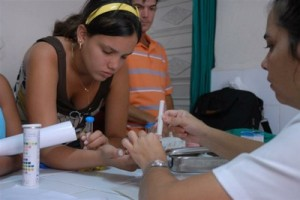 En los centros de atención integral a los pacientes diabéticos se enseña a los aquejados a convivir con la enfermedad. Foto Montos.