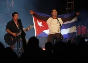 El dúo cubano Buena Fe durante su primera presentación en Miami en 2009.