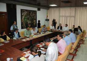 Desde noviembre de 2012, el ejecutivo y las Fuerzas Armadas Revolucionarias de Colombia-Ejército del Pueblo sostienen conversaciones en La Habana.