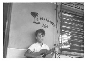 Gerardo en 1978, en el portal de la casa.