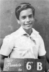 Gerardo en 1977 cuando cursaba el sexto grado.