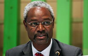 El ejecutivo de PNUMA se interesó por conocer como Cuba ayuda a otras naciones.