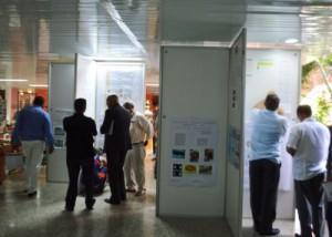 El lobby del hotel Ancón exhibe carteles tradicionales asociados a temáticas generales de la especialidad para fomentar el diálogo a toda hora.