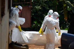 Más de 20.000 personas estarán infectadas por el Ébola en noviembre si no se refuerzan las medidas de control .