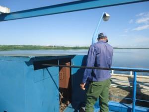 Una docena de trabajadores vigila continuamente el funcionamiento de la presa La Felicidad.