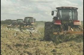 La inyección de nueva maquinaria incluye tractores de gran potencia. (Foto: Yoán Pérez)