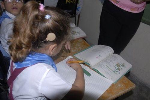 Los niños que necesitan una instrucción especial, como los ciegos, sordos e hipoacústicos  están más afectados por el bloqueo.