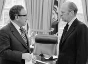 El Presidente Gerald R. Ford (a la derecha) y su Secretario de Estado, Henry Kissinger, en la Casa Blanca.