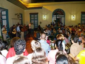 La Noche de la Fuente constituye un espacio de promoción e intercambio entre público y personalidades de la cultura.