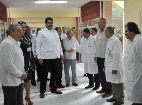 Los asistentes a la Cumbre se trasladaron hasta la Unidad Central de Cooperación Médica. Foto: Estudio Revolución