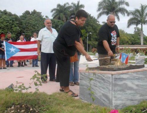 Los brigadistas rindieron honores al Héroe de Yaguajay.