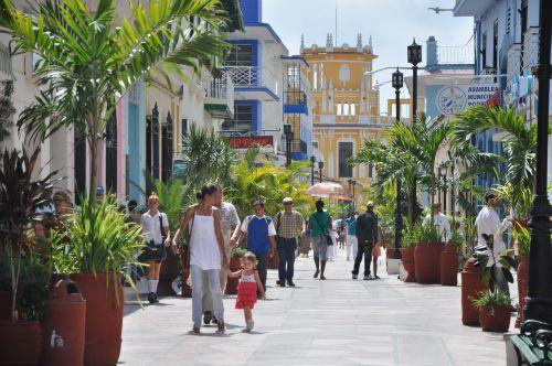 A partir del primero de noviembre se restringe la venta por cuenta propia en áreas del bulevar y del parque Serafín Sánchez.