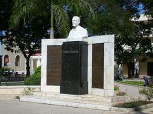 """Busto de Pedro """"Perucho"""" Figueredo  en Bayamo."""