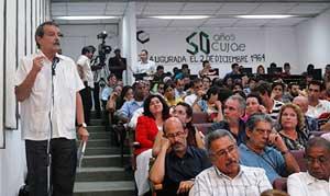 El vicecanciller Abelardo Moreno denunció la implacable persecución de las transacciones financieras cubanas.