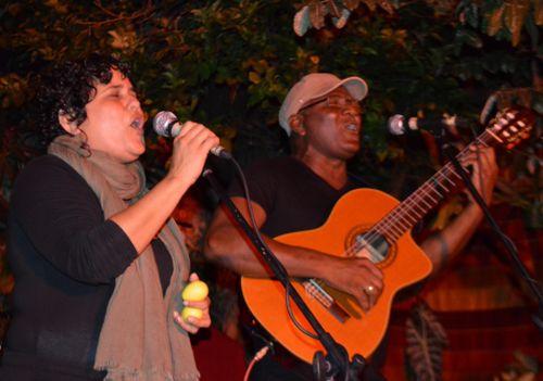 Con este concierto el dúo Cofradía se extiende al formato de banda.